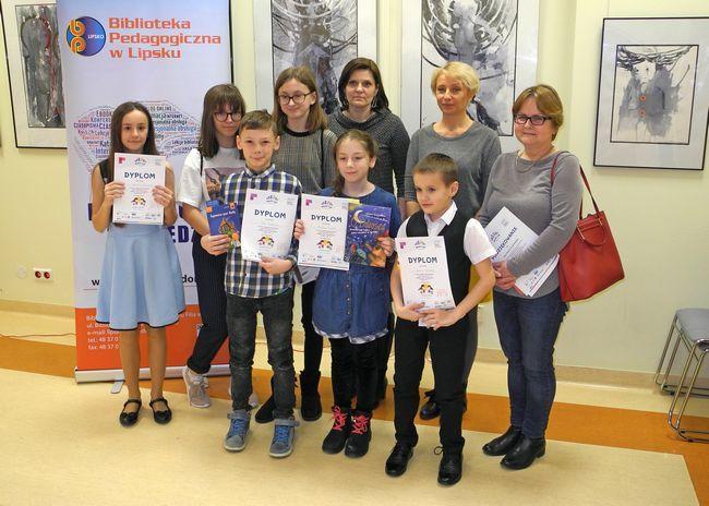 Uczniowie z PSP w Krępie Kościelnej wraz opiekunką panią Hanną Krukowską