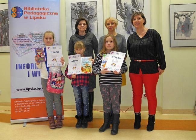 Uczennice z PSP w Jaworze Soleckim wraz opiekunką panią Ewą Szmajdą