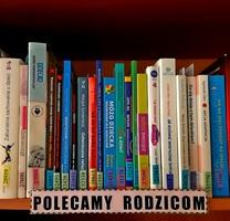 Na zdjęciu fragment półki z ksiązki z podpisem Polecamy rodzicom.