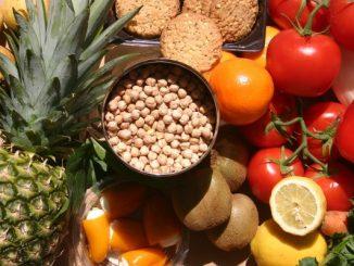 Na zdjęciu owoce, warzywa i zaiarna